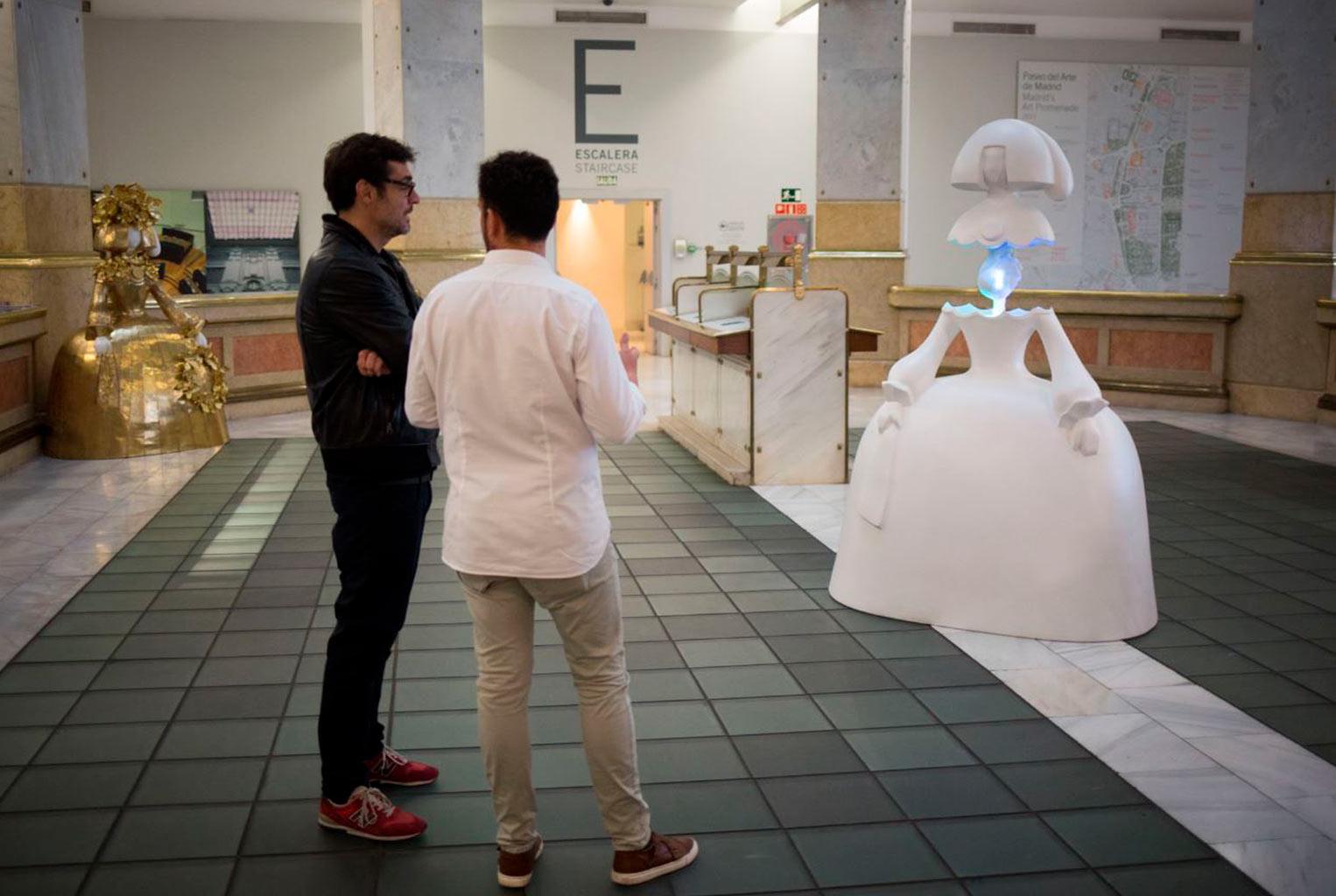 """Se instala la menina """"inteligente"""", una escultura capaz de expresar emociones humanas en tiempo real"""